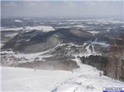 Sunday 19 February 2006\r\nClear, -3C\r\nCentral Avenue course looking toward gondola base on left and Club Med on right, uploaded by Ezorisu  [Sahoro Resort, Shintoku Town, Hokkaido]