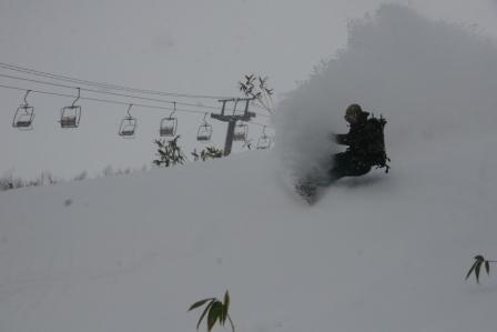 niseko town ski photos photos from ski and snowboard. Black Bedroom Furniture Sets. Home Design Ideas