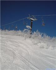 Looking up to the Kurobishi 3 chair, uploaded by Mick Rich  [Hakuba Happo-one, Hakuba Village, Nagano]