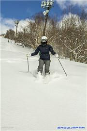 Nerys Royal skiing in the sunshine, uploaded by Mike Pow  [Niseko Moiwa Ski Resort, Niseko Town, Hokkaido]
