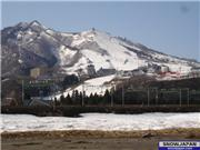 28th April 06.  Still a fair amount of snow left on the slopes., uploaded by YuzawaNow  [Iwappara, Yuzawa Town, Niigata]