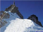 This is the first narrow ridge, which you have to walk on, before putting on your skis and starting your chosen descent from Aiguille du Midi. If you fall lookers right, you fall about 1000 vertical meters. Crampons useful!, uploaded by micke