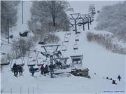 Halfway point of pair lift 10, uploaded by onehunga  [GRANSNOW Okuibuki, Maibara City, Shiga]