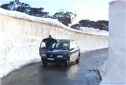 Driving through walls of snow near Charlotte Pass, uploaded by puretele