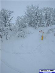 26th Jan, Ben jumping, uploaded by slow  [Hakuba Happo-one, Hakuba Village, Nagano]